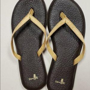 SANUK ladies 8.5 gold tan color super soft 💛